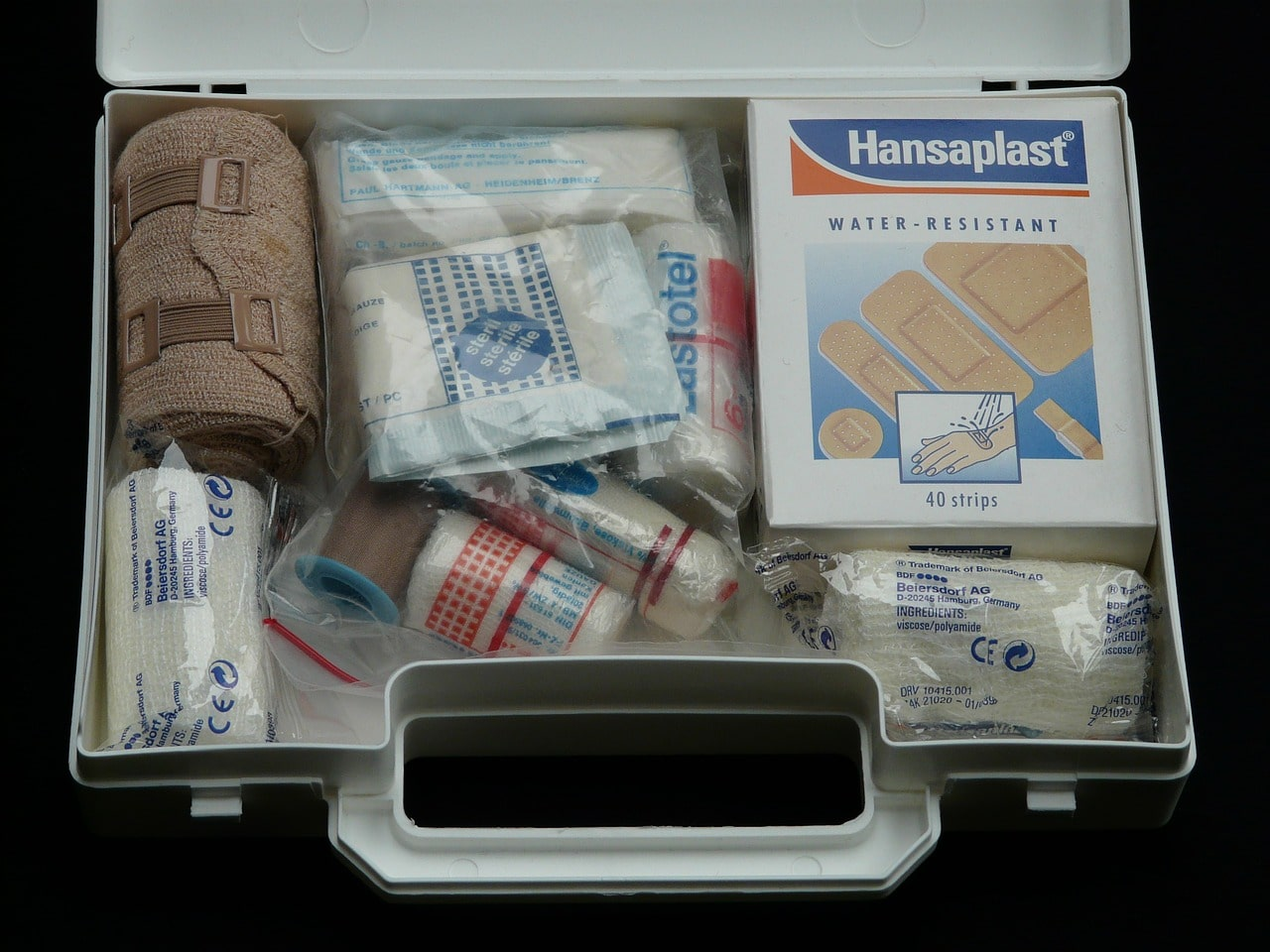 A disaster kit supply includes first aide kit and food